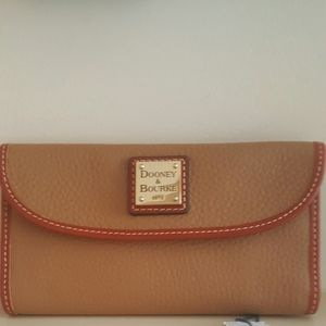 New Dooney & Bourke Pebble Leather Wallet
